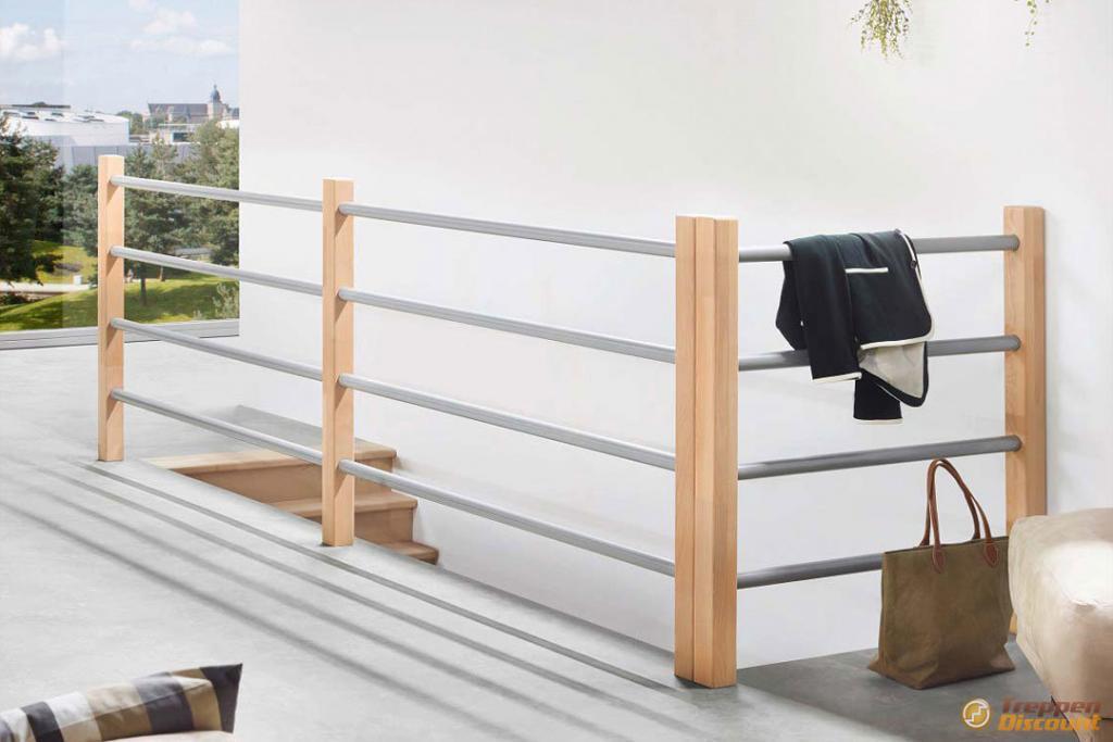 Brüstungsgeländer Holz-Metall-Kombination aus Buche