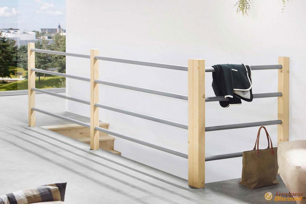 Brüstungsgeländer Holz-Metall-Kombination aus Fichte
