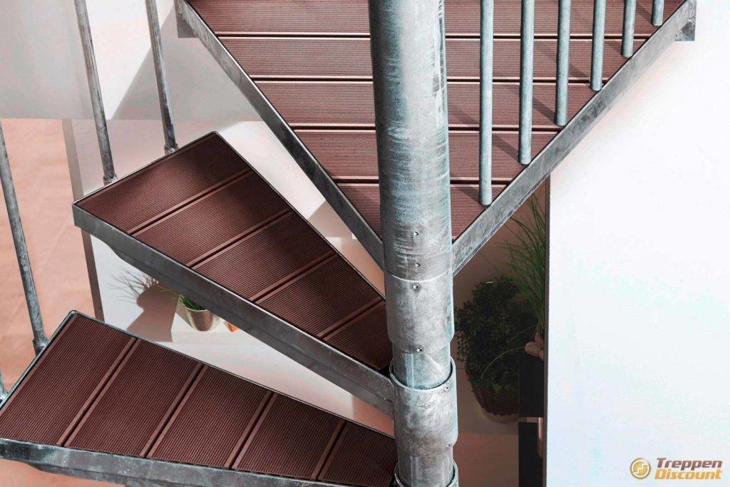 Stahlspindeltreppe K2 mit WPC-Stufen