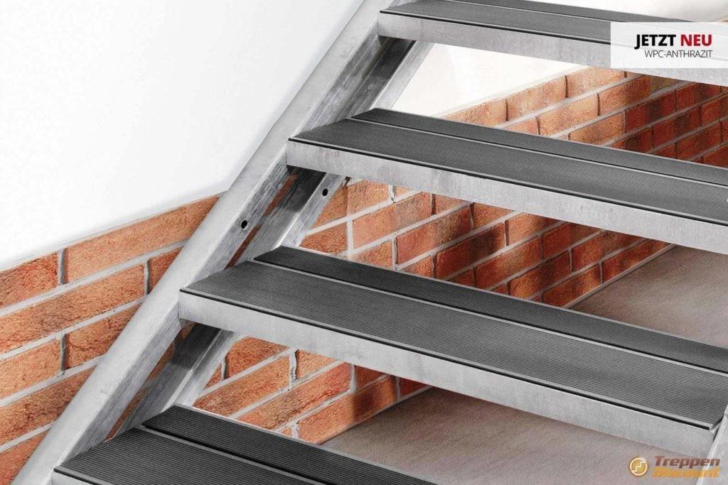 Stahlwangentreppe mit WPC-Stufen